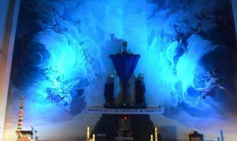 Zasłonięty krzyż – symbol żalu i pokuty grzesznika