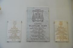 Tablice biskupów spoczywających w podziemiach